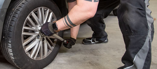 Wheel bolts must be tightened by using a torque wrench